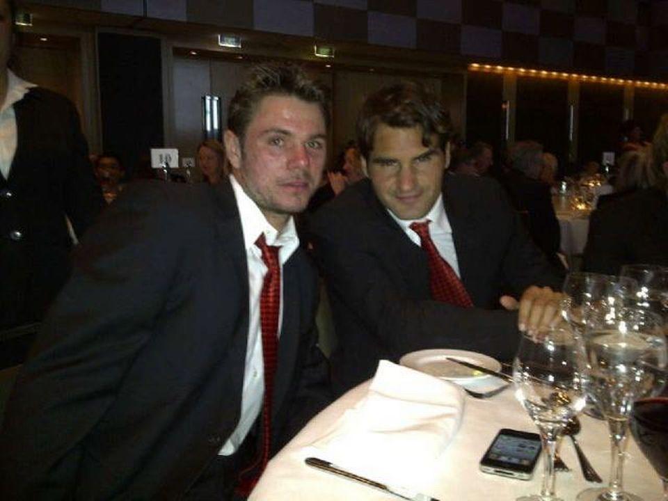 Wawrinka et Federer lors du dîner officiel mercredi soir à Sydney. [(source: twitter stan wawrinka) - RTS]