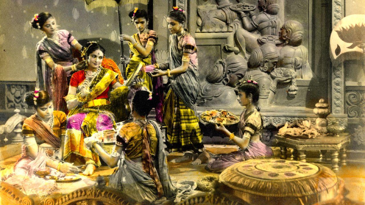 Photo coloriée du cinéma de Bollywood, années 1950. [Collection Emmanuel Grimaud]