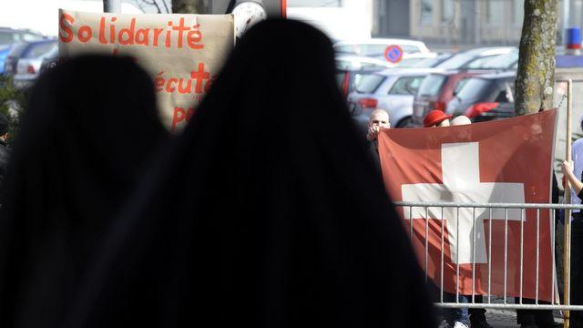 La burqa et le niqab sont concernés au premier chef mais une interdiction viserait tous ceux qui cherchent à se voiler le visage. [Laurent Gilliéron - Keystone]