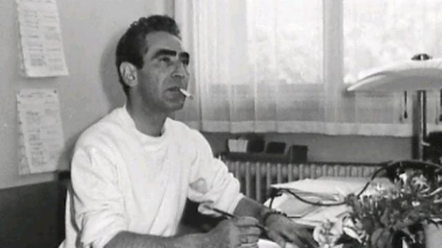 René Habib à sa table de travail [TSR]