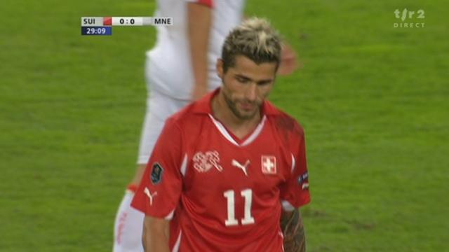 Football / Euro 2012 (éliminatoires): Suisse - Monténégro. 28e minute: grosse occasion suisse par Valon Behrami