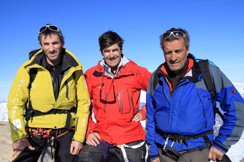 Benoît Aymon entouré des guides Erhard Loretan et André Georges [RTS]