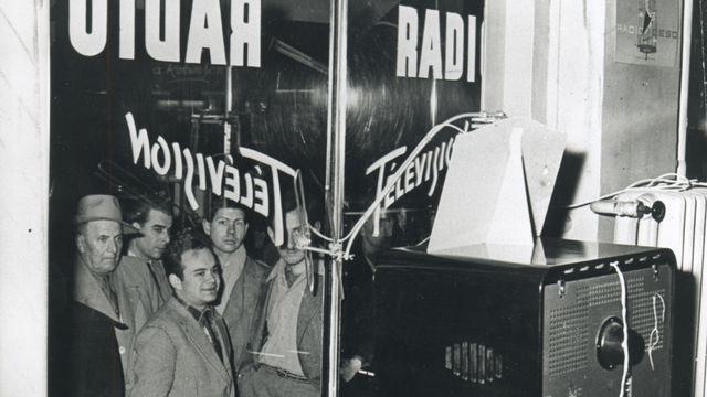1954 Les premiers téléspectateurs [TSR 1954]