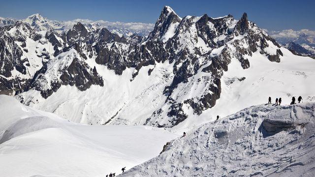 Le massif du Mont-blanc, toit de l'Europe, attire de nombreux alpinistes. [Arno Balzarini - Keystone]