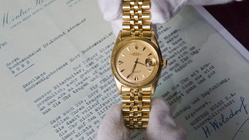 8dea5ae65de La montre en or de l ancien chancelier allemand Konrad Adenauer a été  vendue à 170 500 francs