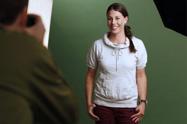 """Spécialiste de vitesse, Dominique Gisin n'a pas forcément l'habitude des """"shootings"""". Mais elle le fait avec grand plaisir... [Alexandra Wey - Keystone]"""