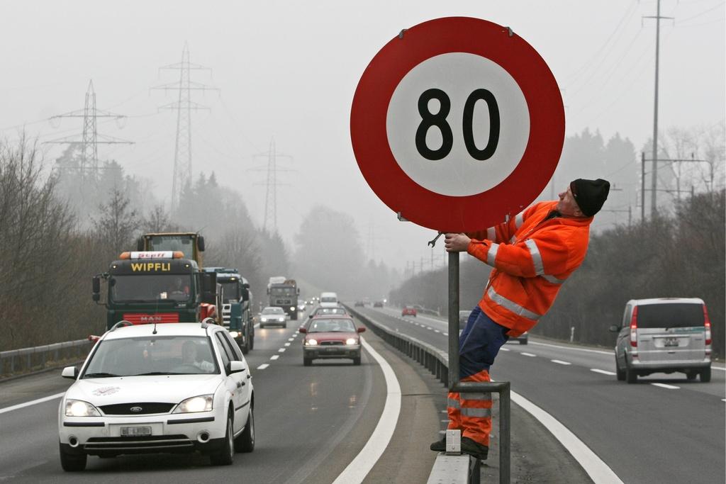 la vitesse pourrait tre r duite 80 km h sur certaines autoroutes suisse. Black Bedroom Furniture Sets. Home Design Ideas