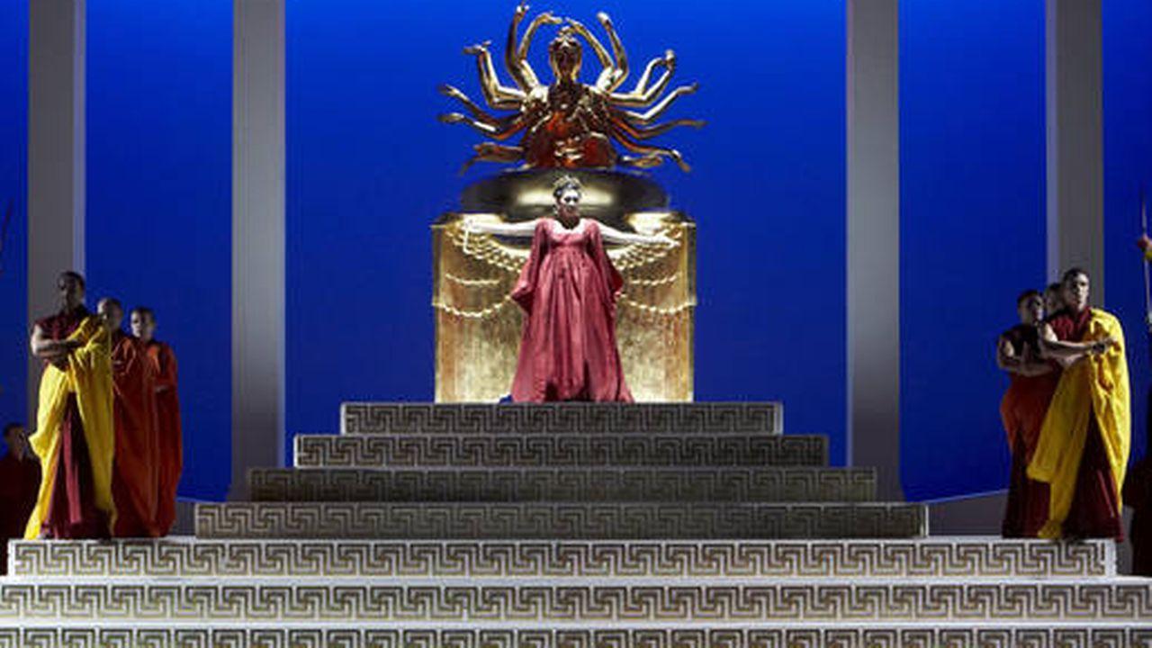 """""""Norma"""" de Bellini à l'Opéra de Lausanne. [Marc Vanappelghem  - Opéra de Lausanne]"""