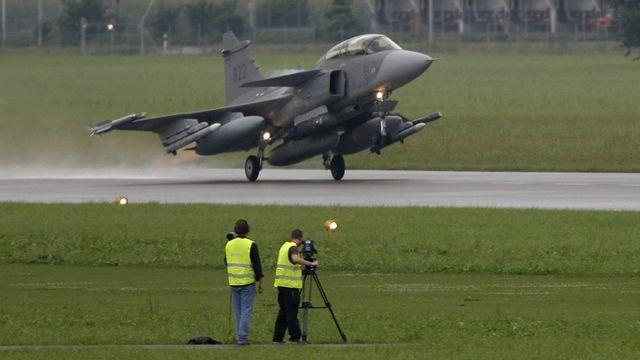 Le nouveau prix serait entre 2,5 milliards à 2,8 milliards de francs suisses pour 22 exemplaires de l'avion de combat Gripen. [Urs Flueeler - Keystone]