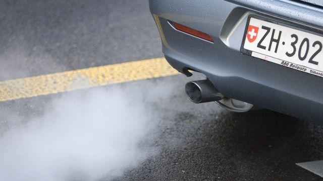 Le Conseil des Etats estimait jusqu'ici qu'une taxe sur les carburants était nécessaire pour atteindre les objectifs de réduction de C02. [Gaetan Bally - Keystone]