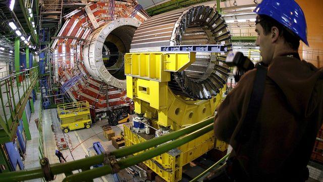 Les physiciens du CERN n'en finissent pas de découvrir des particules infiniment petites. [Martial Trezzini - Keystone]