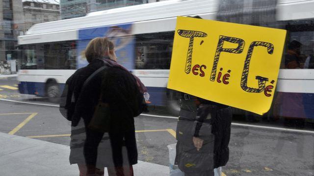 Une cinquantaine de personnes ont exprimé leur ras-le-bol samedi après-midi à Bel-Air. [Martial Trezzini]