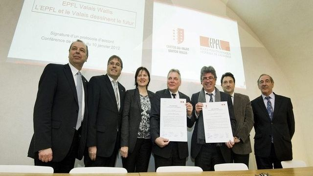 Le Conseil d'Etat était représenté en force aux côtés de Patrick Aebischer et Philippe Gillet (EPFL) [Jean-Christophe Bott / Keystone]