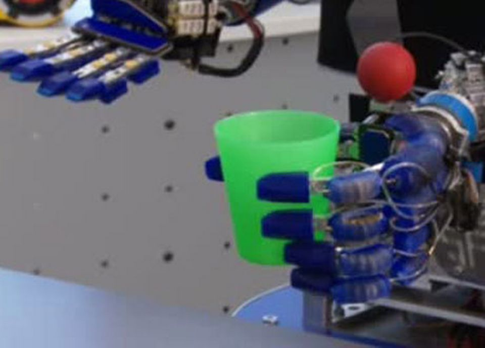 Le robot Armar est programmé pour répéter les gestes quotidiens. [RTS]