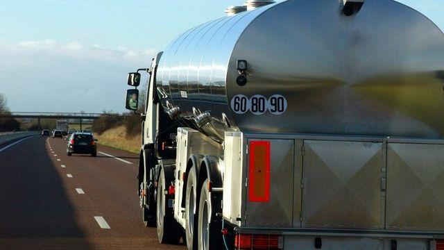 L'Italie fait pression en bloquant les camions-citernes à la frontière tessinoise. [Fotolia]