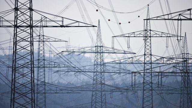 Après Axpo lundi, les Forces motrices bernoises (FMB) et Alpiq, tous fournisseurs d'électricité en Suisse, ont annoncé des chiffres rouges et des licenciements. [Gaetan Bally - KEYSTONE]