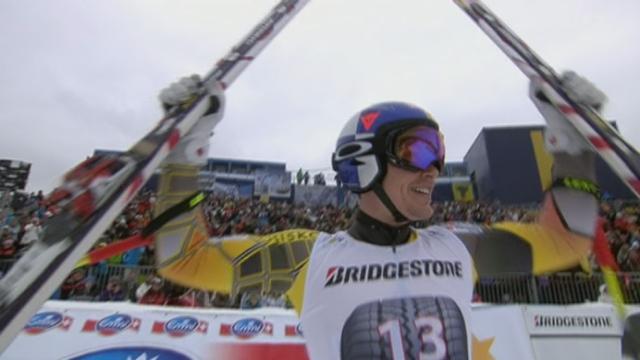 Ski alpin / descente de Garmisch-Partenkirchen (ALL): avec le dossard no 13. Erik Guay (CAN) se rappelle à nos souvenirs. Il y a un an, il était sacré champion du monde ici-même. Et il signe le meilleur chrono provisoire sur ce parcours amputé de 50 secondes de course, à cause du brouillard