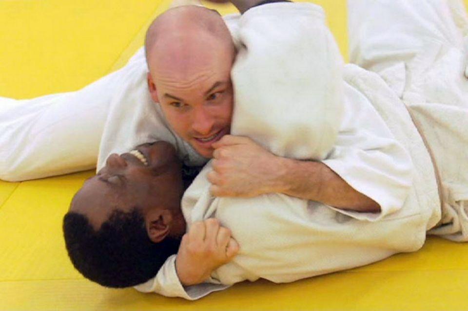 Le philosophe Alexandre Jollien conjure son stress en pratiquant le judo. [RTS]