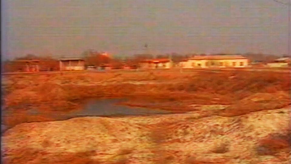 Un village au bord de la mer4 d'Aral asséchée - 1990. [INA]