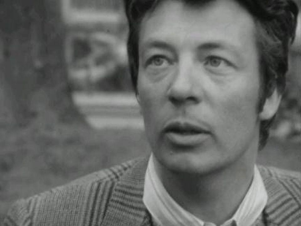 """photographie tirée de l'émission """"La Voix au chapitre"""" de la Télévision suisse romande, décembre 1971. [RTS]"""