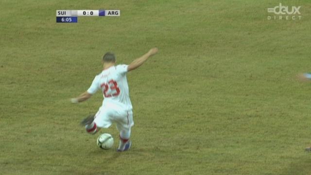 Match amical à Berne. La Suisse est bien entrée dans le match. 6e minute: belle attaque par Rodriguez, Dzemaili et Shaqiri. Le gardien argentin intervient en catastrophe