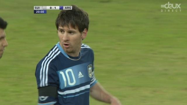 """Match amical à Berne. Ala 20e minute, un remarquable """"une-deux"""" entre Messi et Aguëro amène le 1-0 argentin par Messi"""