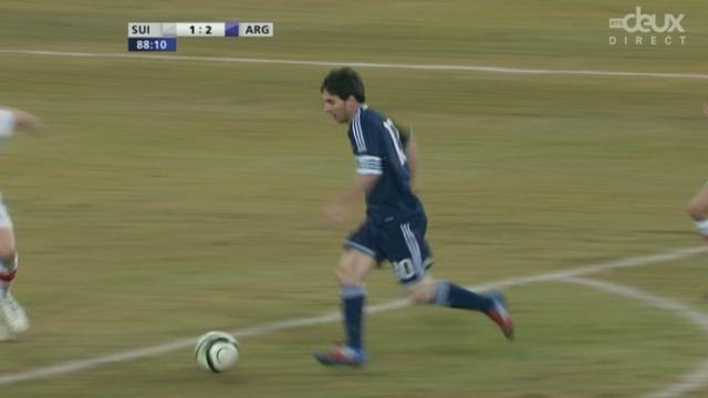 Match amical à Berne. 88e minute: malheureux Affolter. Excellent par ailleurs, mais les deux fois impliqué sur les buts de Lionel Messi (1-2)