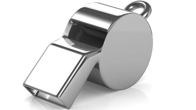 """Les """"whistleblowers"""", littéralement les joueurs de sifflet, manqueraient de protection légale. [Steve Young - Fotolia]"""