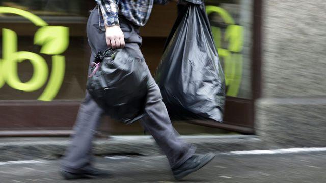 La taxe poubelle divise encore en Suisse romande. [Salvatore Di Nolfi - Keystone]