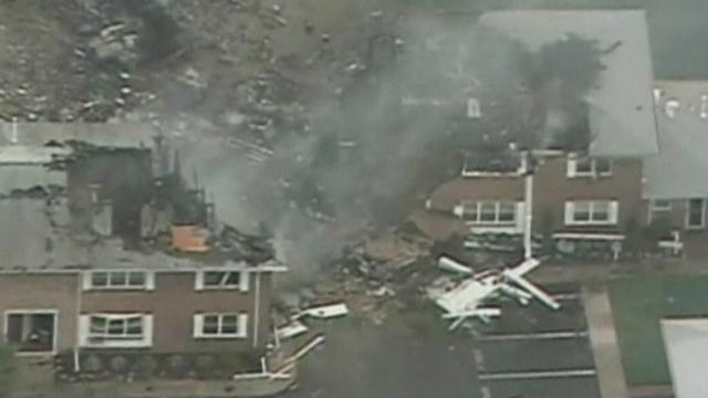 Séquences choisies - USA: un F-18 s'écrase sur des maisons