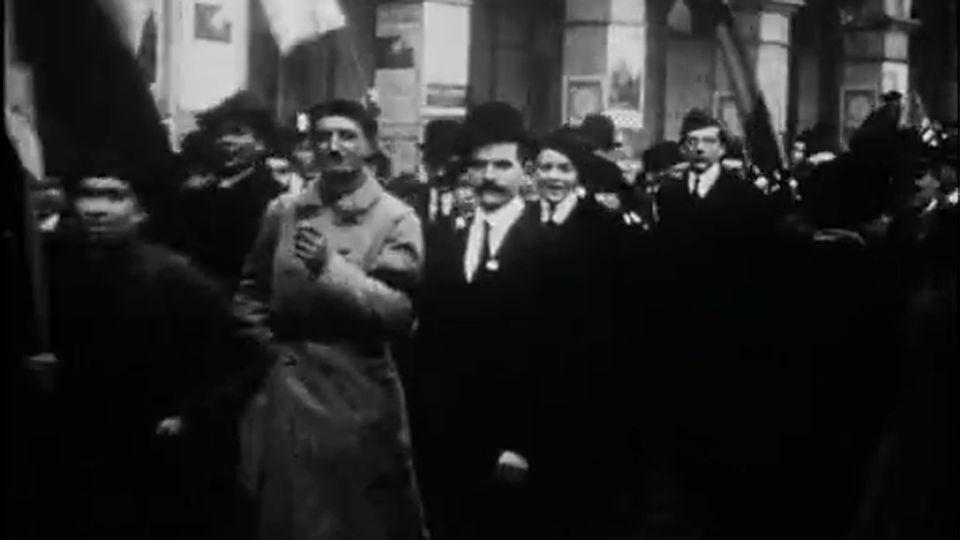 capture d'écran: http://www.ina.fr/economie-et-societe/vie-economique/video/CPF89004023/premieres-annees-1869-1879-naissance-de-la-3eme-republique.fr.html [INA]