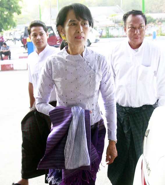 Myanmar opposition leader Aung San Suu Kyi arrives at Yangon airport to leave for Naypyitaw on Wednesday, April. 11, 2012, in Yangon, Myanmar. Suu Kyi met with President Thein Sein on Wednesday for what a spokesman described as a very important meeting ahead of her historic entry into parliament. (AP Photo/Khin Maung Win)