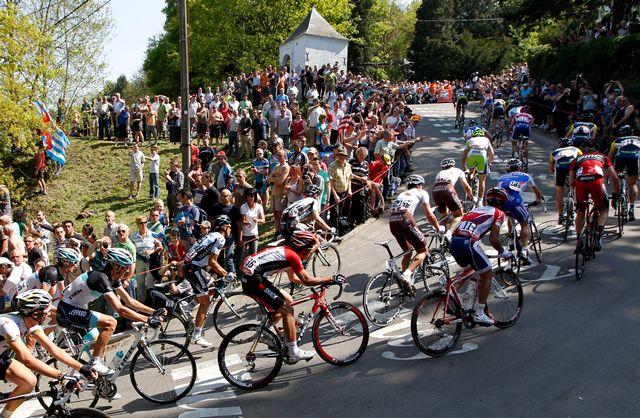 C'est presque toujours dans l'impressionnant Mur de Huy que se joue la victoire de la Flèche Wallonne. [François Lenoir - Reuters]