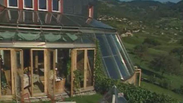 Une maison écologique solaire [TSR 2000]