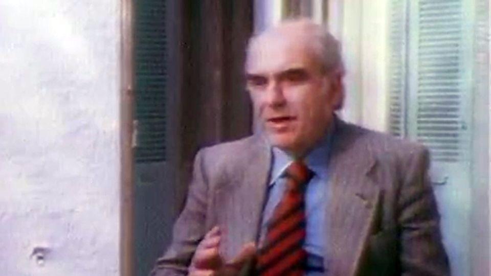 Chef de l'opposition en 1977, George Papandréou se dit alors contre l'adhésion de la Grèce à la CEE. [INA]