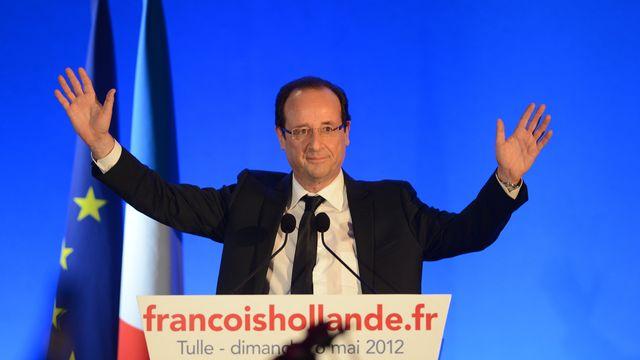 François Hollande savoure sa victoire devant la foule réunie dans son fief de Tulle. [Philippe Desmazes - AFP]