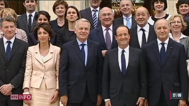 France: le premier Conseil des ministres a été marqué par l'annonce symbolique d'une baisse de 30% du salaire du président et des membres du gouvernement