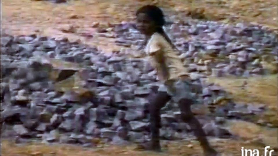ONU - enfants esclaves [http://www.ina.fr/economie-et-societe/vie-sociale/video/CAB88031831/onu-enfants-esclaves.fr.html]