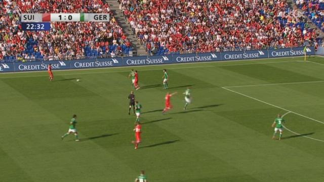 Match amical / Suisse-Allemagne (2-0) : On prend les mêmes et on recommence… Passe de Barnetta pour la tête de Derdiyok et ça fait 2-0 pour la Suisse contre l'Allemagne