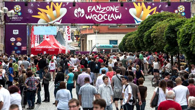 """La """"Fanzone"""" de Wroclaw. [Maciej Kulczynski - Keystone]"""