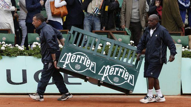 On remballe tout et on revient demain. La finale de Roland-Garros entre Djokovic et Nadal a été interrompu par la pluie. [Keystone]