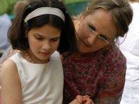 Bénédicte Lucas-Eissa avec sa fille qui souffre d'autisme. [DR]