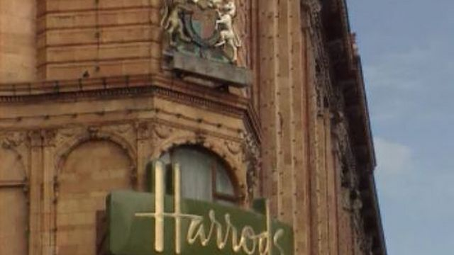 London enseigne du magasin Harrods [TSR, 04.03.98]