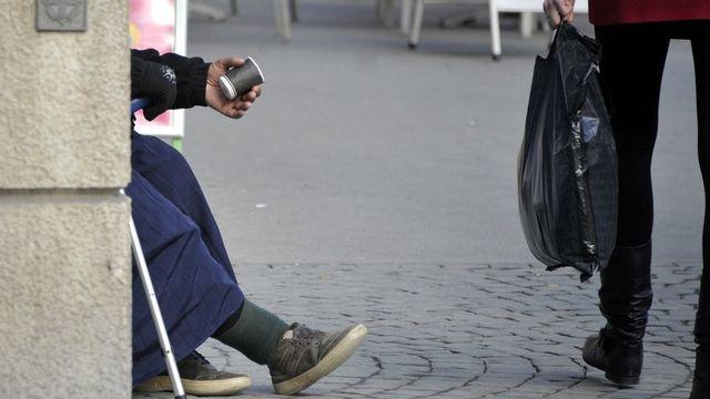 Une mendiante dans les rues de Lausanne. [Dominic Favre - Keystone]