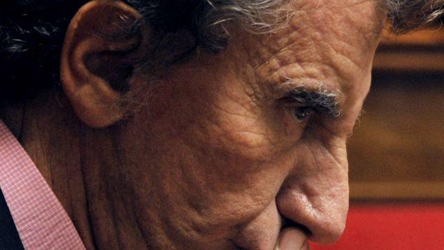 """L'ex-ministre PS de la culture Jack Lang n'a pas réussi à gagner la 2e circonscription des Vosges face au député UMP Gérard Cherpion. Il doit donc renoncer au """"perchoir"""" de l'Assemblée. [Boris Horvat - AFP]"""