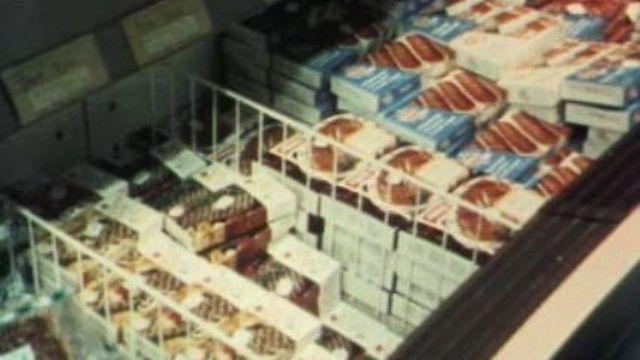 Des aliments surgelés dans un supermarché [TSR 1978]