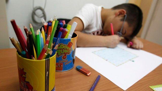 Comment aider les enfants à faire leurs devoirs?  [Reuters]