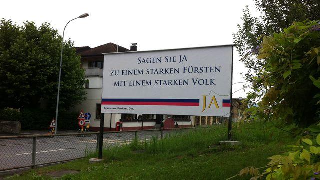Au Liechtenstein, les citoyens sont appelés aux urnes pour dire s'ils veulent limiter les pouvoirs du Prince héritier. [Rouven Gueissaz - RTS]