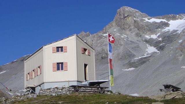 Cabane des Audannes [www.refuges.info, Armand Dussex, 2004]