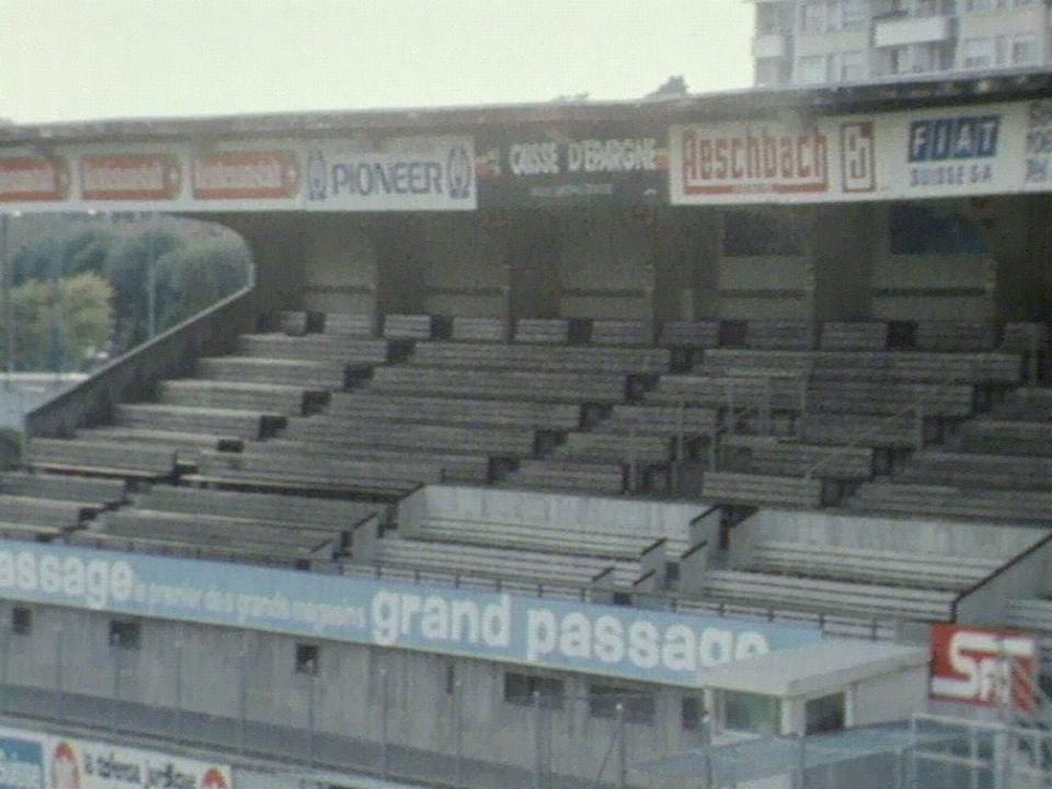 Publicité dans stade des Charmilles 1981 [TSR archives]